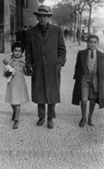 Com o Pai e a irmã Teresa