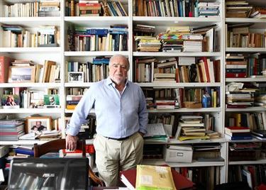 Manuel Alegre recebeu a equipa do DN em sua casa, de Lisboa. O escrit�rio est� forrado de livros, acumulados ao longo de d�cadas